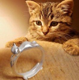 Verzilverde ring met kat